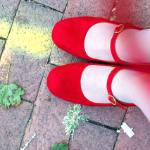 การเลือกจับคู่รองเท้าและการดูแลเท้าให้สะอาดสวยงาม